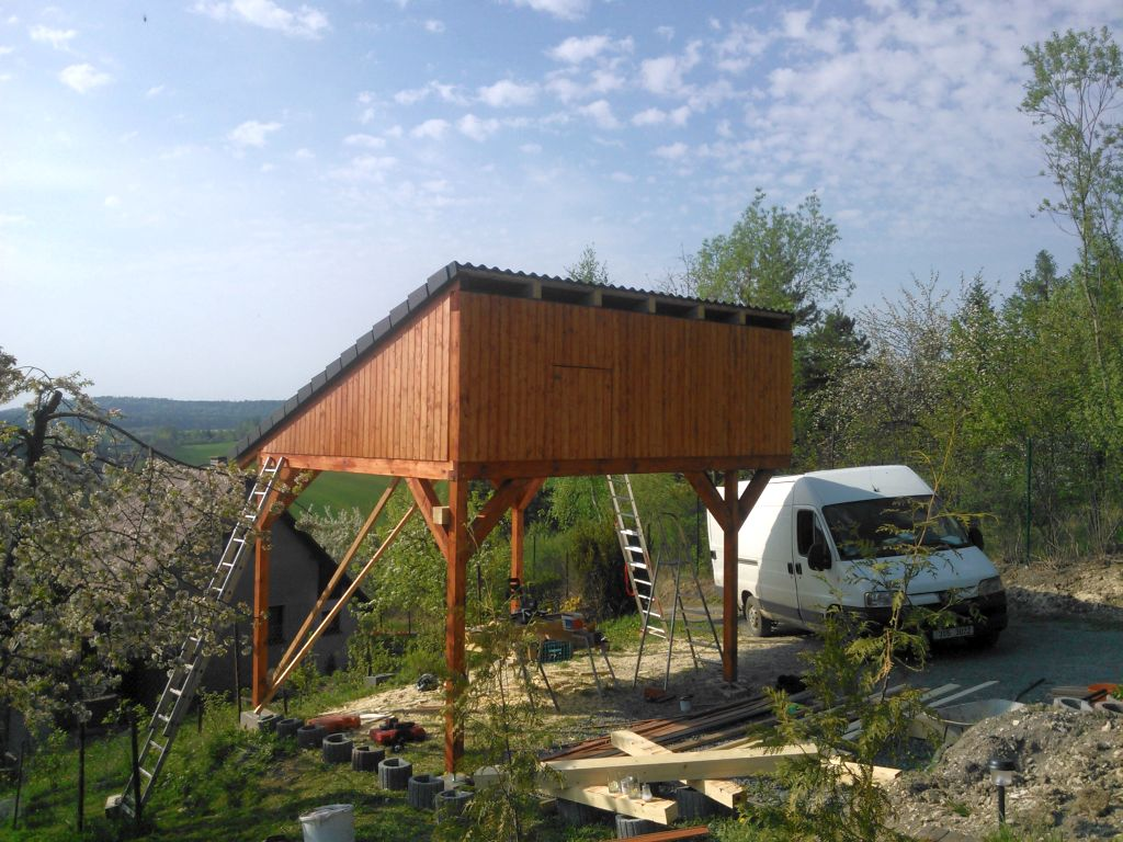 zahradni-stavby-stani-pro-auta-012