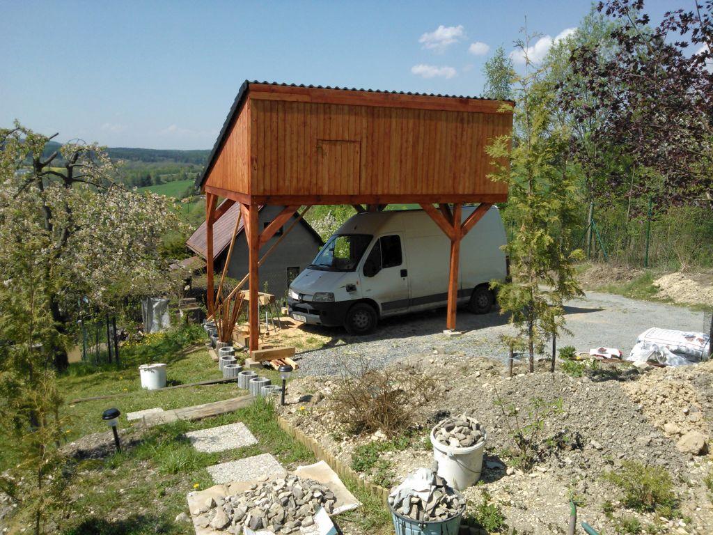 zahradni-stavby-stani-pro-auta-018